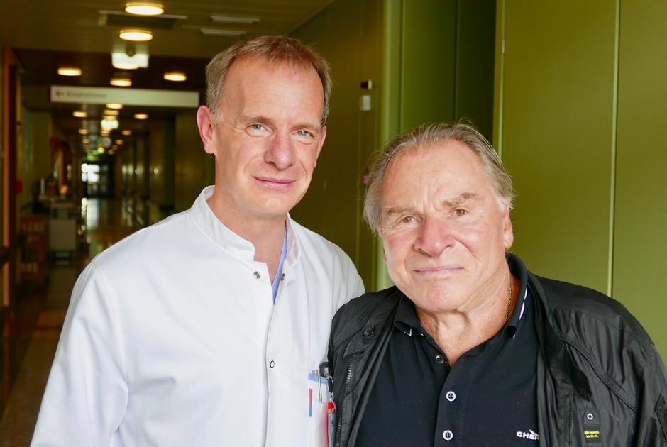 Fritz Wepper wurde während seiner Herz-Op vom Tiroler Primar Stephan Eschertzhuber (l.) betreut.