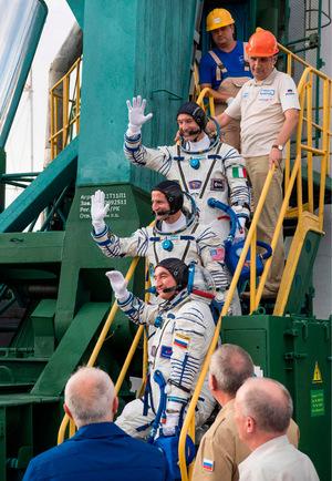 Die Raumfahrer Luca Parmitano, Drew Morgan of NASA und Alexander Skvortsov (von oben).