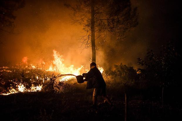 Gleich mehrere Brandherde sind gleichzeitig zu bekämpfen.