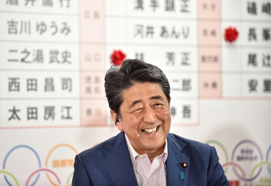 Bei der Ergebnispräsentation zeigte sich Abe noch zuversichtlich.