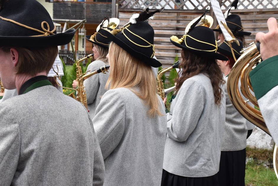 Beim Bundesmusikfest fand die Langhaarbindevorschrift nicht überall Gehör.