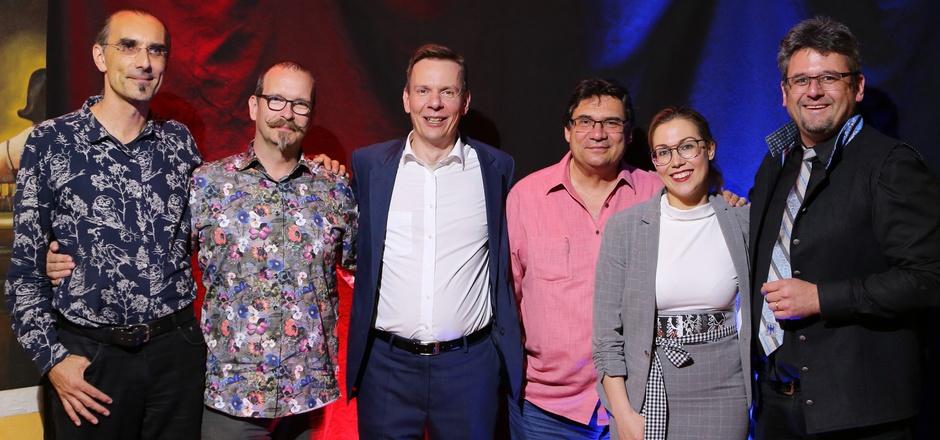 Günther und Barabara Stock (v.r.) freuten sich, beim Magierkongress in Hintertux auch Christoph Borer, Axel Hecklau, Jörg Alexander sowie Roberto Giobbi (v.l.) begrüßen zu können.