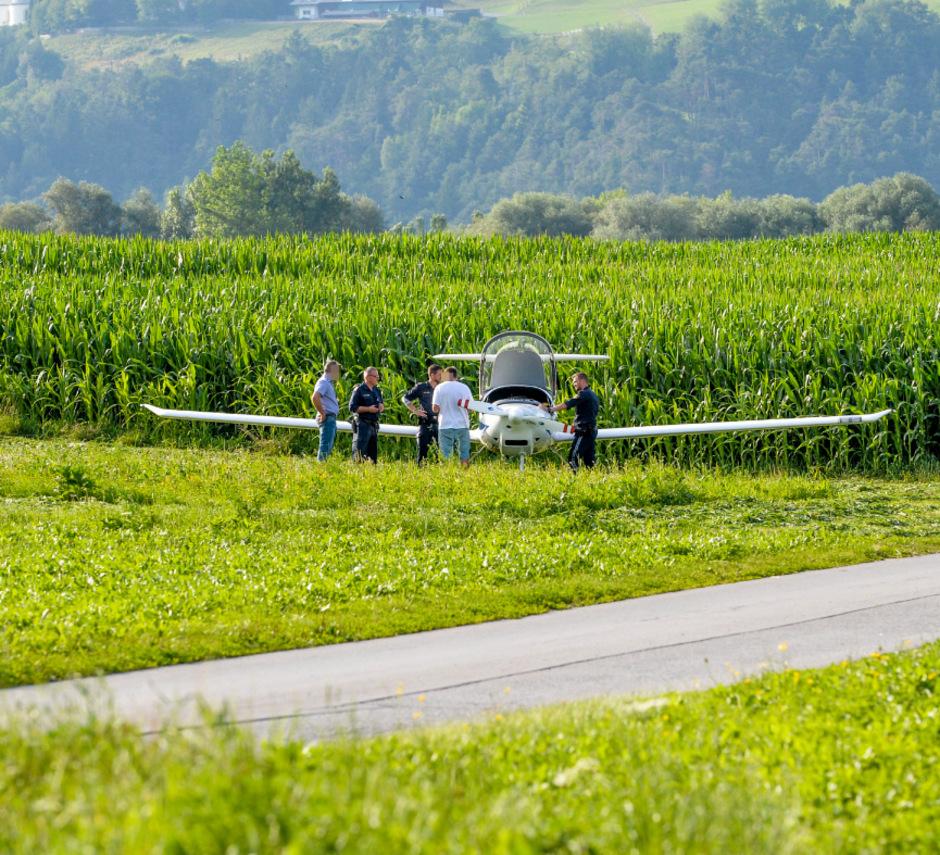 Am Dienstag wird das Kleinflugzeug abtransportiert.