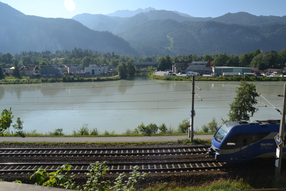 Der Inn trennt die Siedlung in Ebbs und Kufstein von der Bahnstrecke.