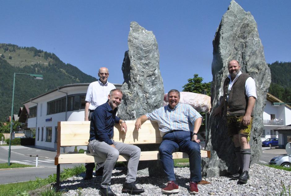 """Walter J. Mayer, BM Reinhard Flörl, TVB-Obmann Gerd Erharter und BM Josef Loferer (v.l.) freuen sich über den Startschuss für das Projekt """"Schmugglerschlucht Klobenstein""""."""