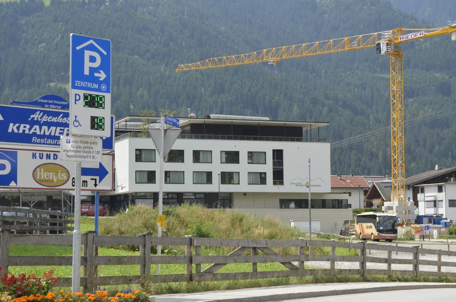 Hunderte freie Parkplätze stehen in der Mayrhofner Tiefgarage zur Verfügung. Dass die erste Stunde gratis ist, wissen Auswärtige oft nicht.
