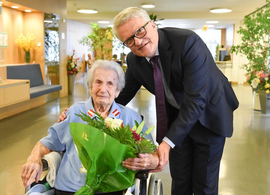 Anna Wiesmayr und der Linzer Bürgermeister Klaus Luger.