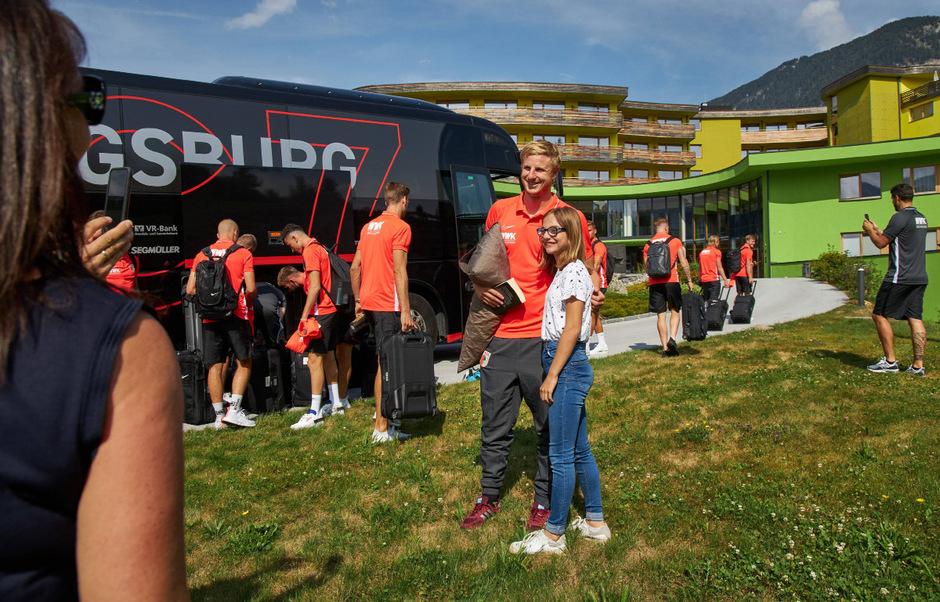Martin Hinteregger bereiet sich gerade mit dem FC Augsburg in Bad Häring auf die neue Saison vor.