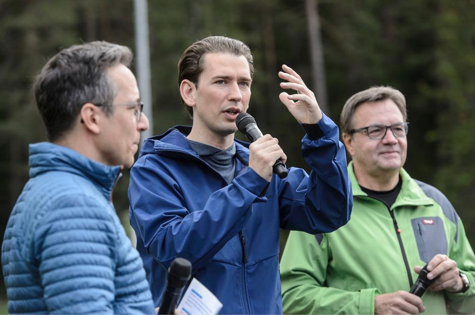 Schwere Vorwürfe gegen Ex-Kanzler Kurz - von wem bleibt vorerst unklar.