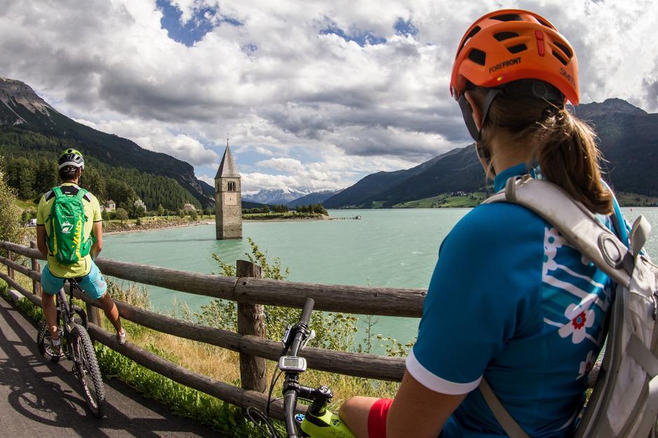 Auf das Rad setzt die Reschenregion. Nach Nauders zieht es nicht nur Via-Claudia-Radler, sondern auch Mountainbiker.
