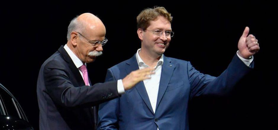 Ex-Daimler-Boss  Dieter Zetsche (li.) und sein Nachfolger, der Schwede Ola Kallenius.