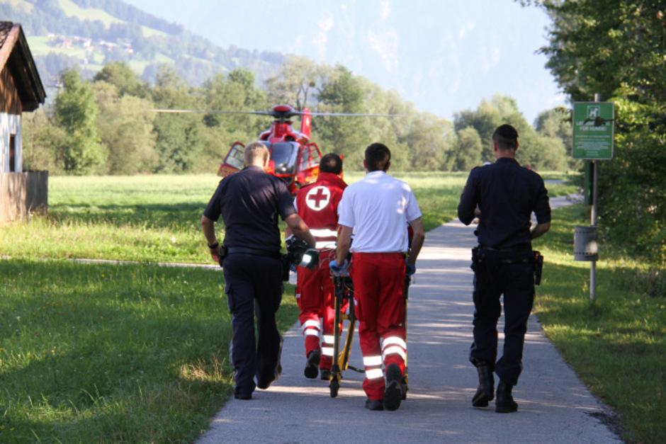 Der Notarzthubschrauber brachte die 66-Jährige in die Klinik Innsbruck.