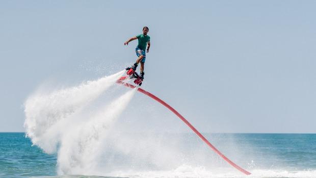 Andere Konzepte wie das Flyboard über Wasser sind eine spielerische Alternative.