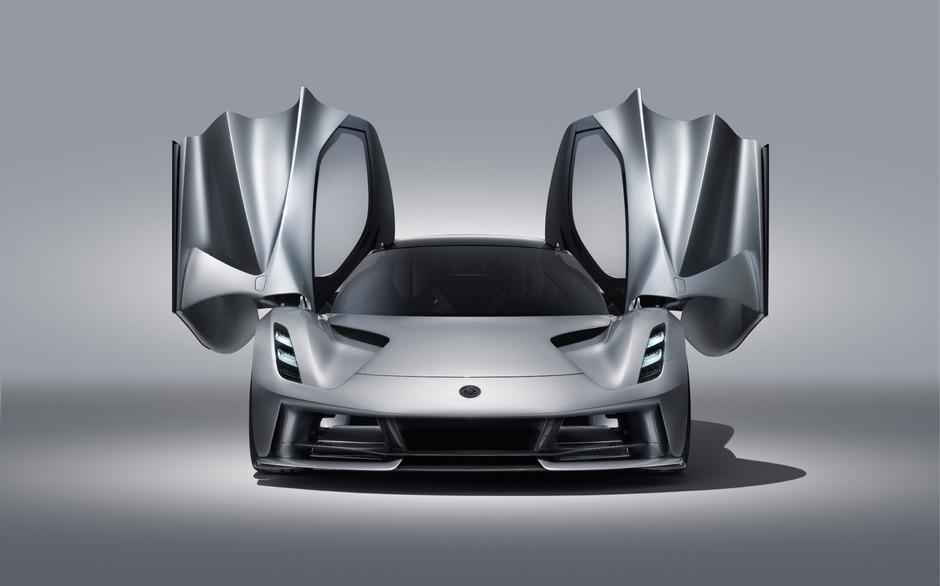 Vier Elektromotoren treiben das neue Lotus-Modell an, zusammen leisten sie 2000 PS.