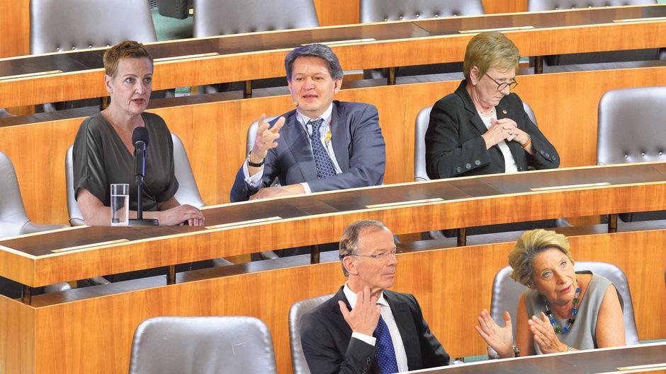 Woll(t)en vom Journalismus in die Politik: Hamann (Grüne), Brandstätter (NEOS), Lindner (Team Stronach), Stenzel (ÖVP/FPÖ), Freund (SPÖ).