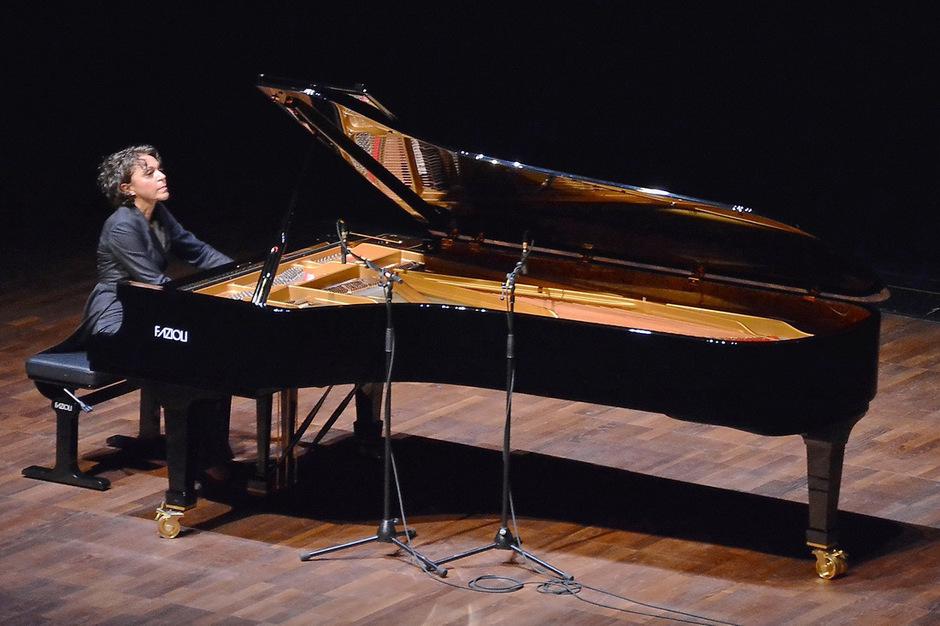 Jasminka Stanculs glasklarer, perlender Anschlag begeisterte bei Sonaten von Ludwig van Beethoven und Franz Schubert.