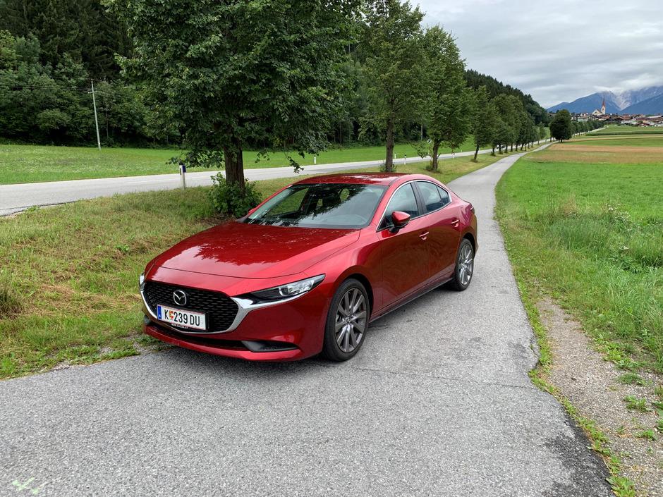 Die Formensprache ist klar: Mit dem neuen Mazda3 Sedan will man sich nicht verstecken.