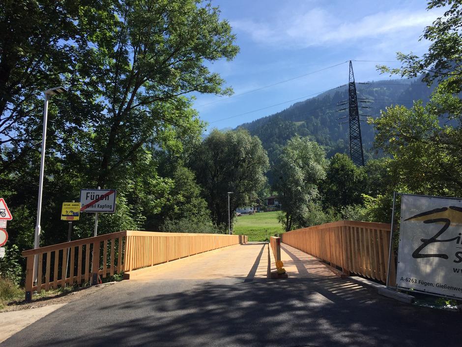 Die um 400.000 Euro erneuerte Schöfftalbrücke hat nur einen abgetrennten Geh- und Radweg (rechts im Bild).