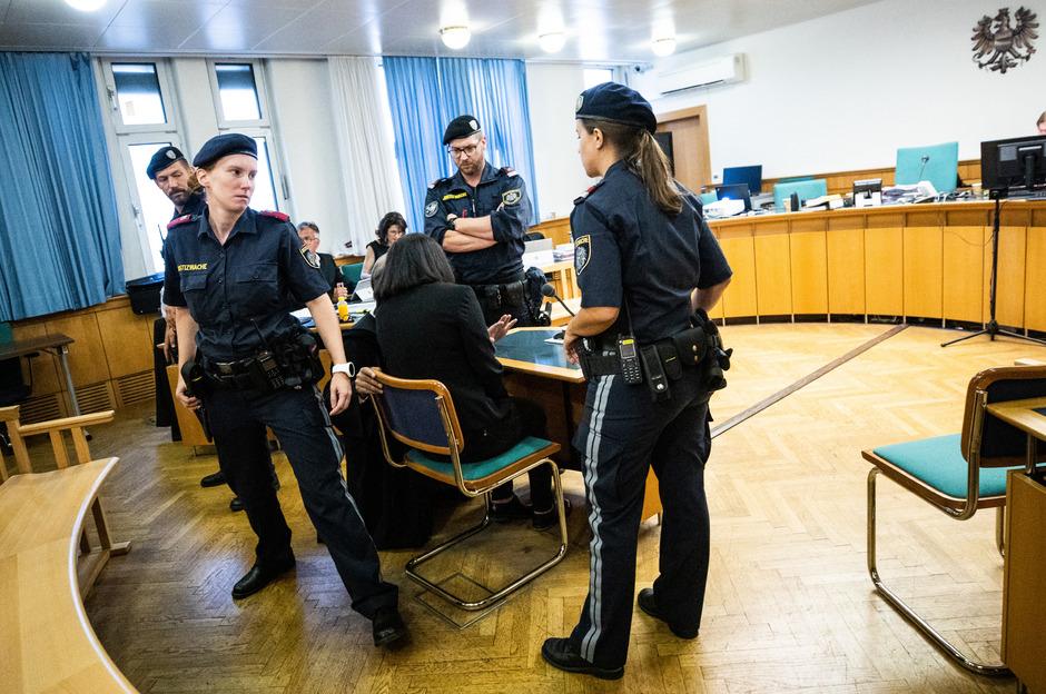 Wegen Mordes an ihrem Ehemann muss sich eine 38-jährige Wienerin am Donnerstag, 25. Juli 2019, am Landesgericht in Wien verantworten.