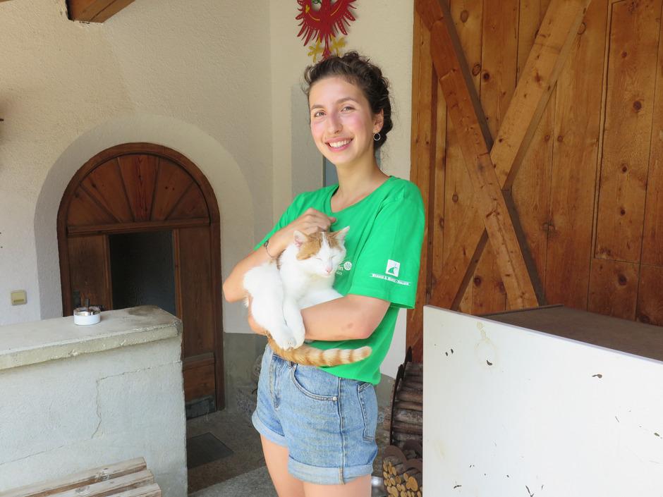 Eine Woche half Paulina Marie Wieser in Pfunds mit.