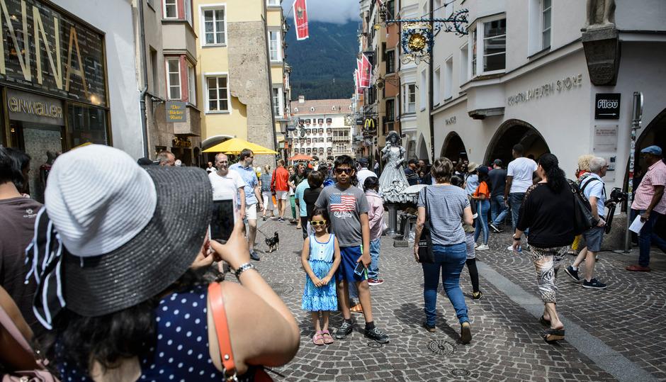 Touristen in Innsbruck.