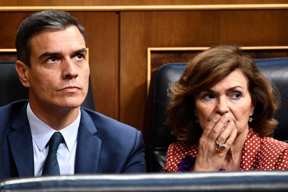 Ministerpräsident Pedro Sánchez und seine Stellvertreterin Carmen Calvo.