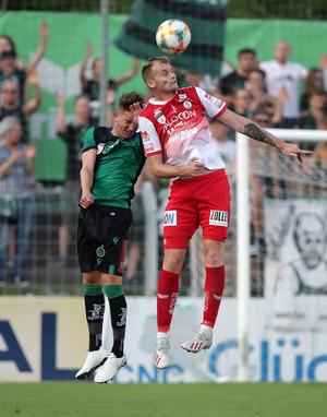 Sinnbildlich – Steyr mit Josip Martinovic war gegen Wacker (l. Lukas Hupfauf) obenauf.
