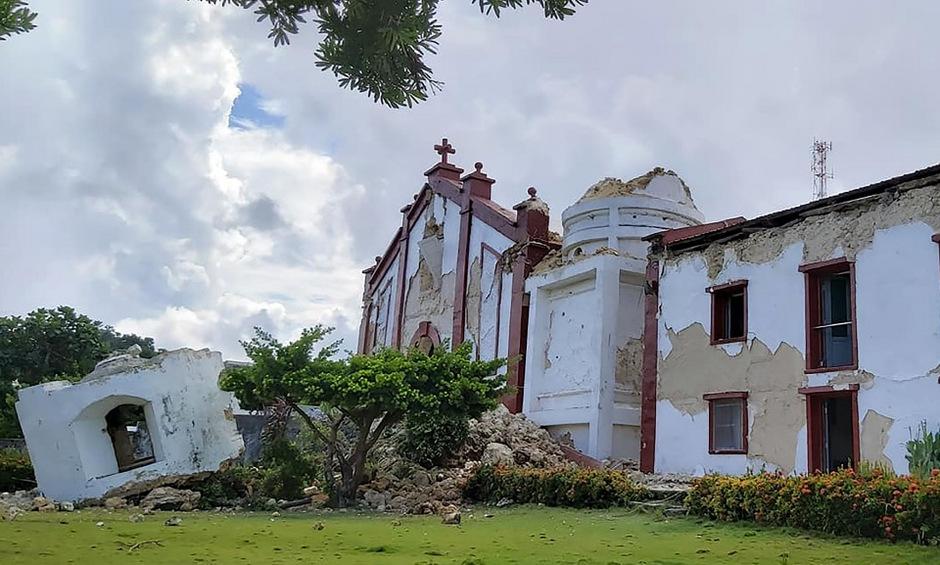 Durch die Beben seien zahlreiche Häuser und Bauwerke beschädigt worden, darunter eine 131 Jahre alte Kirche,