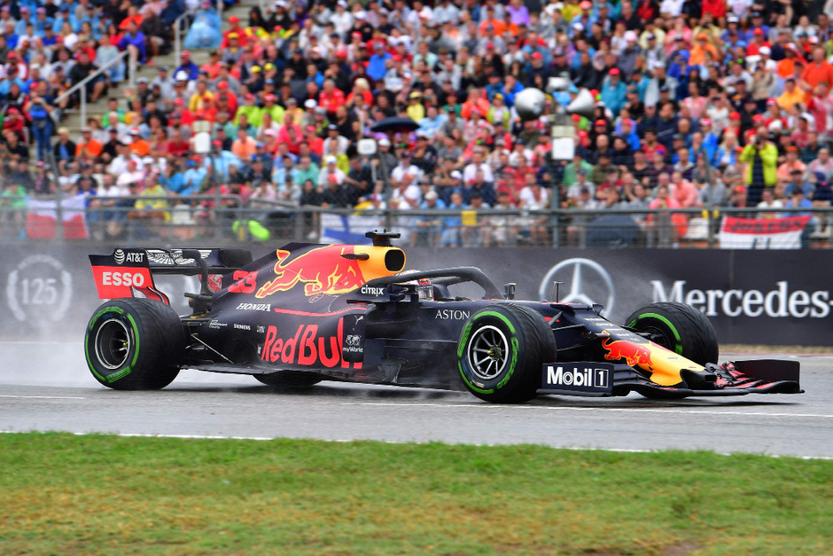 Max Verstappen (Red Bull) setzte sich am Ende durch.