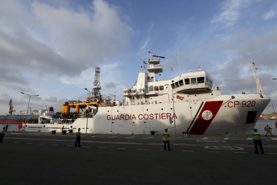 """Das Schiff der italienischen Küstenwache """"Gregoretti""""."""