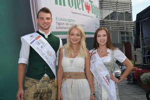 Mister Tirol Thomas Anker und Miss Tirol Stefanie Mauracher (r.) mit TT-Café-Moderatorin Denise Neher.
