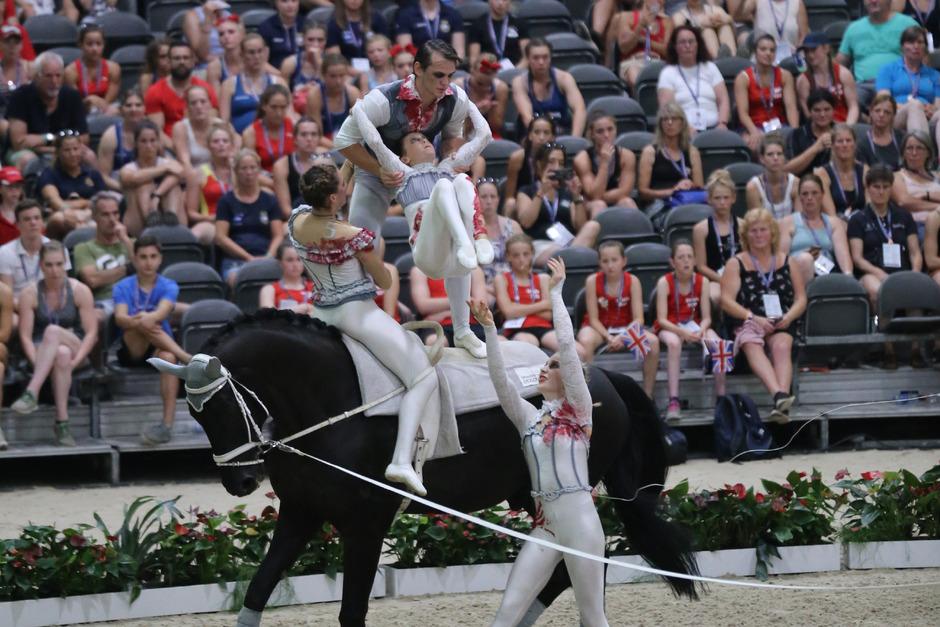 Das Voltigier-Nachwuchs-Team aus Seefeld glänzte bei seiner ersten WM-Teilnahme.