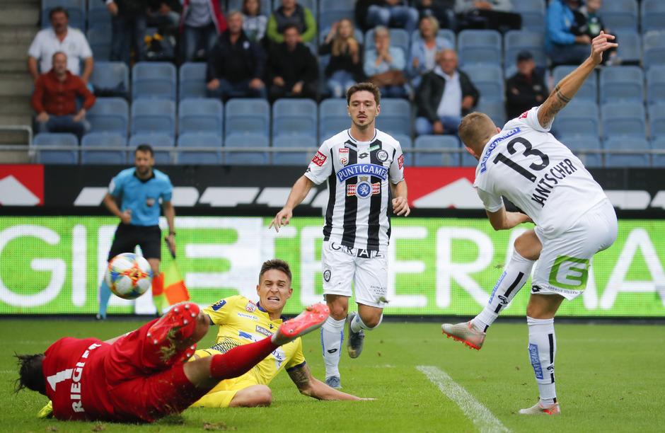 Sturm Graz setzte sich gegen St. Pölten klar mit 3:0 durch.
