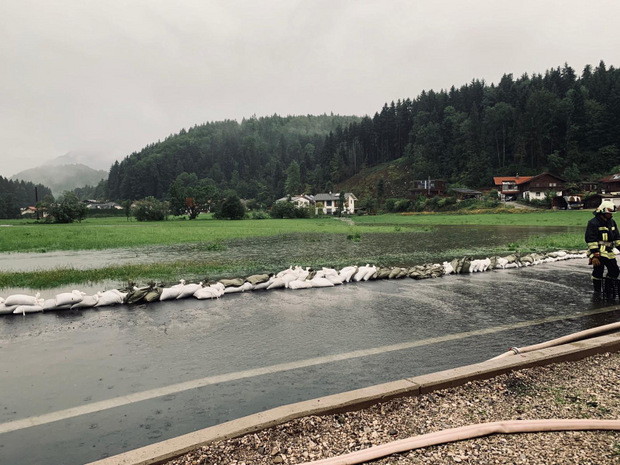 Die Bäche traten über die Ufer.