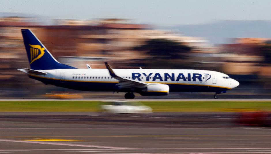 Gestiegene Kosten für Treibstoff, Flughafengebühren und Personal zehrten am Gewinn des Billigfliegers.