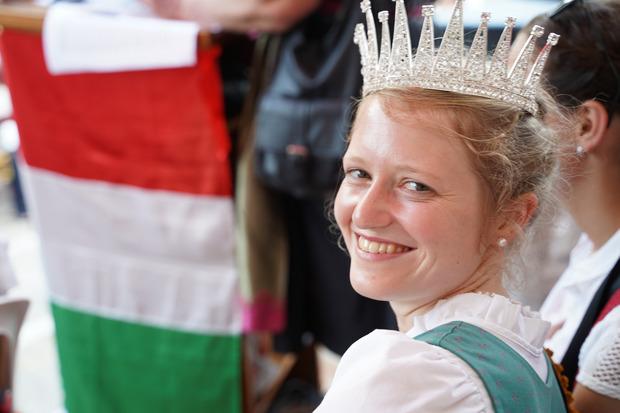 """Zur ersten """"Miss Botschafterin Tirol-Pozuzo"""" wurde die Rietzerin Maria Egger gekürt."""