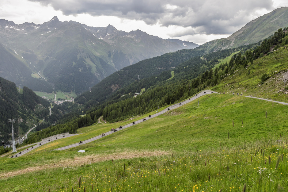 Eine Motorradkolonne schlängelte sich dieses Wochenende auf die Ischgler Idalpe. Der Weg ist normalerweise für den Individualverkehr gesperrt.