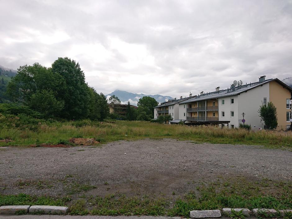 Am Kalsfeld in Kirchberg plant die Neue Heimat Tirol eine Wohnanlage, es gibt aber Verzögerungen.