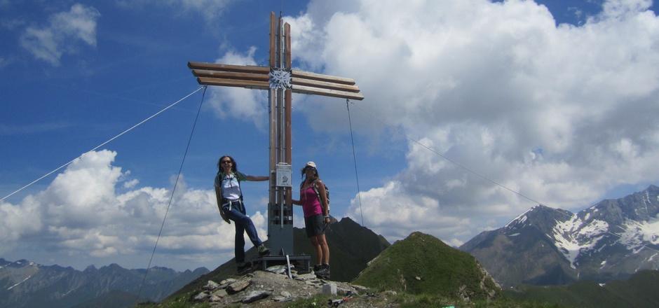 Auf der Gammerspitze steht ein wunderschönes Gipfelkreuz, errichtet von der Jungbauernschaft/Landjugend Vals.