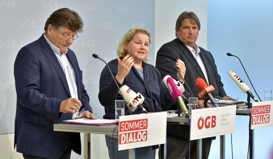 (v.li.) PRO-GE-Vorsitzender Rainer Wimmer, ÖGB-Vizepräsidentin Korinna Schumann und GBH-Vorsitzender Josef Muchitsch
