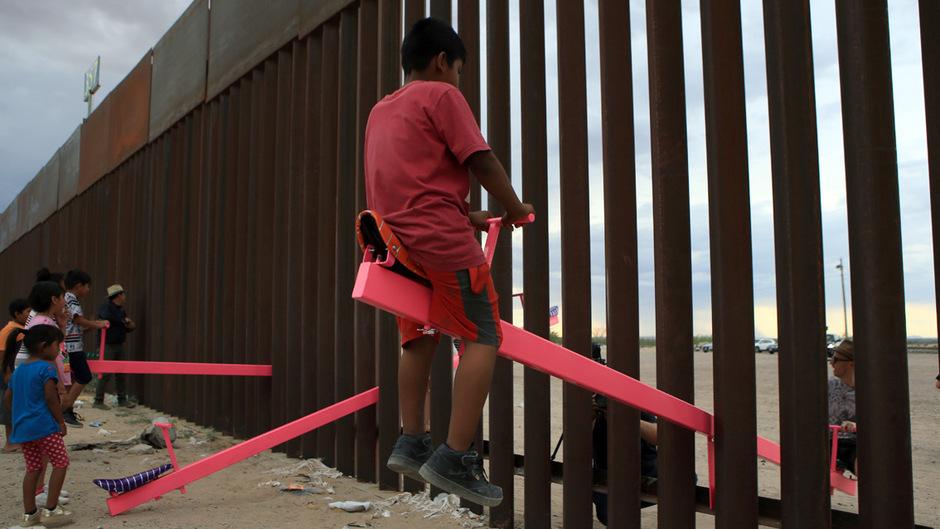 Wippen über die Grenze hinweg.