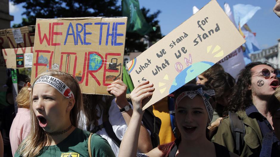 """Der """"Fridays for Future""""-Bewegung ist es gelungen, die Klimawandeldebatte neu und langandauernd zu entfachen."""