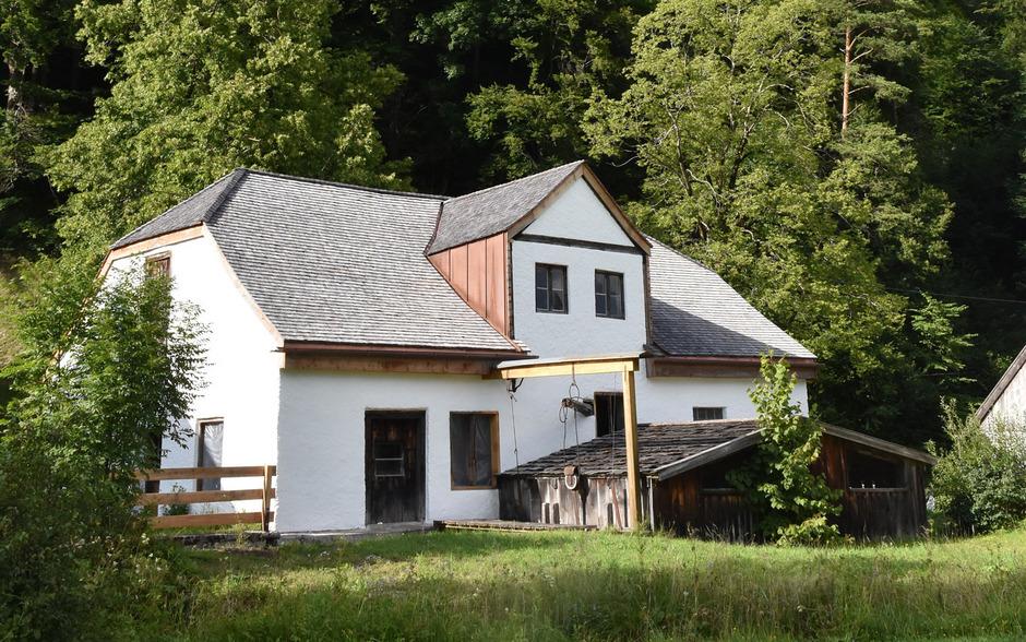 Die Restaurierung der historischen Hammerschmiede in Vils ist abgeschlossen.