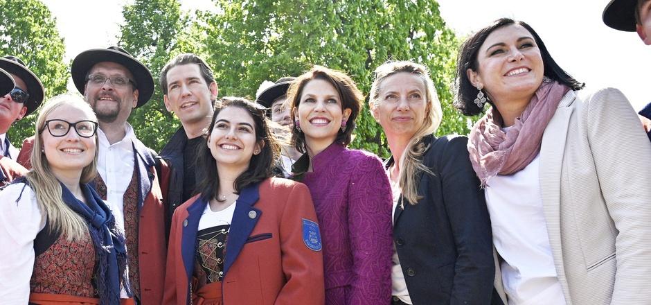 Die Ex-ÖVP-Regierungsmitglieder Sebastian Kurz, Karoline Edtstadler, Juliane Bogner-Strauß und Elisabeth Köstinger beim Familienfest.