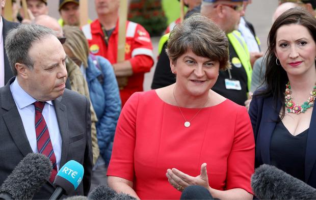 DUP-Chefin Arlene Foster und der stellvertretende Vorsitzende Nigel Dodds.