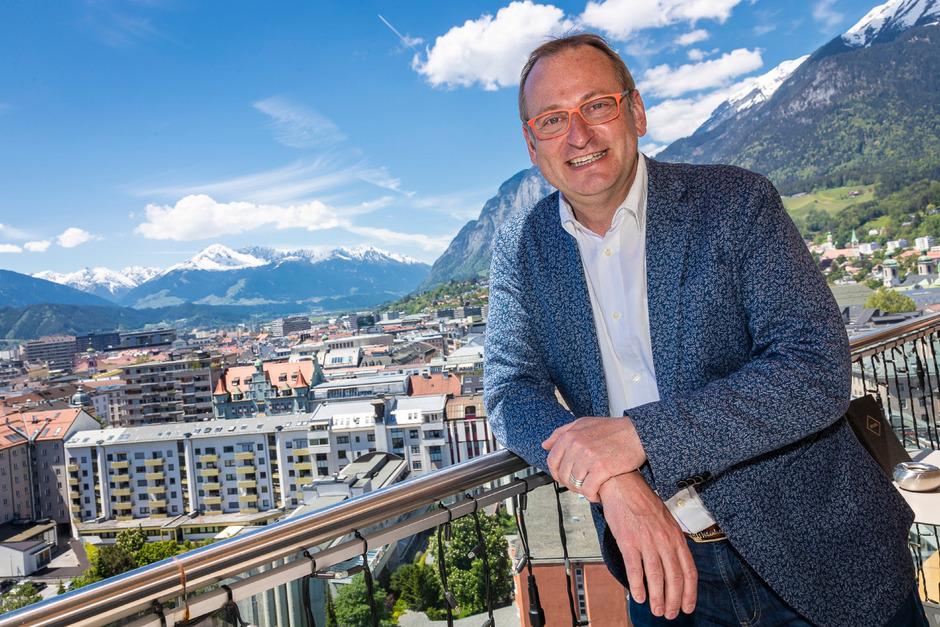 Volker Heißmann verbrachte jeden Urlaub seiner Kindheit und Jugend in Tirol. Nun steht er in Kufstein erstmals auf der Bühne.