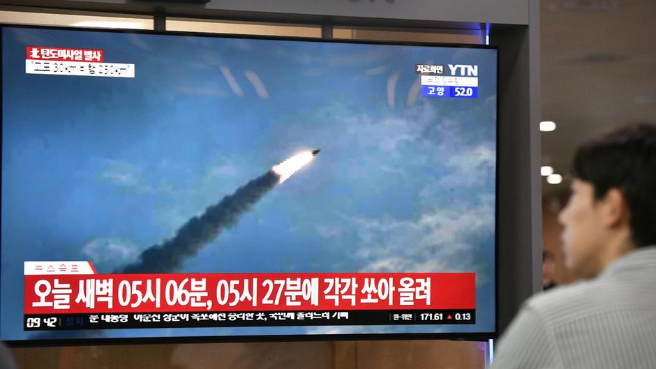 Die nicht identifizierten Objekte seien laut südkoreanischem Militär von der Halbinsel Hodo an Nordkoreas Ostküste aus der Region um die Stadt Wonsan aufgestiegen.