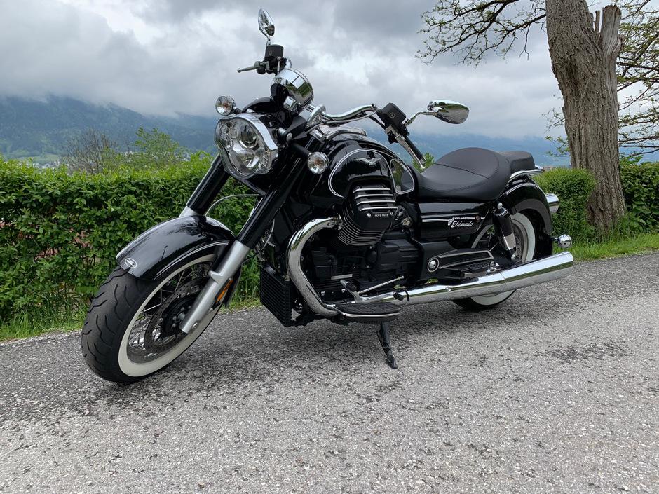 Die Moto Guzzi Eldorado California zeigt schon im Stand, was sie hat.