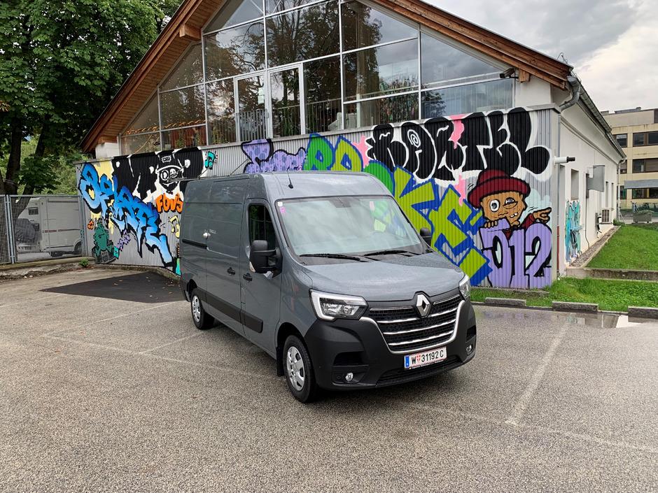Da hat nicht nur ein Paket Platz: Der Renault Master Kastenwagen (im TT-Test als Einzelkabine) bietet 10,8 Kubikmeter Ladevolumen.