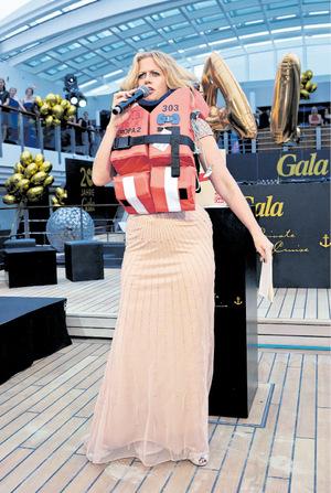 Barbara Schöneberger hat schon das passende Outfit für ihre Fan-Kreuzfahrt.